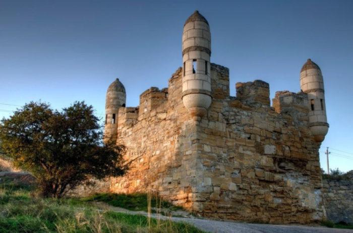 Древняя турецкая крепость Ени-Кале