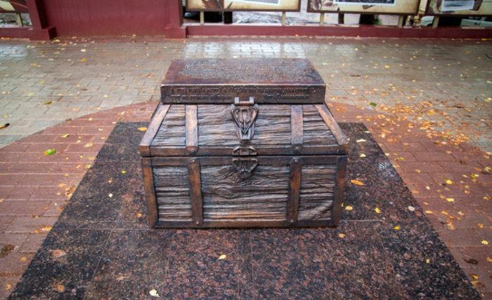 Памятник «Купеческий сундук»