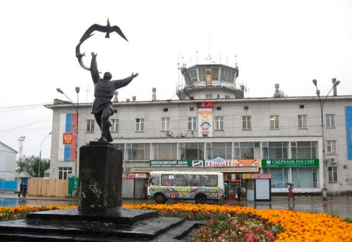 Скульптура «Юноша с птицей»