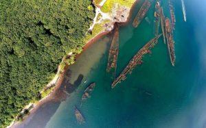 Кладбище кораблей в бухте Труда