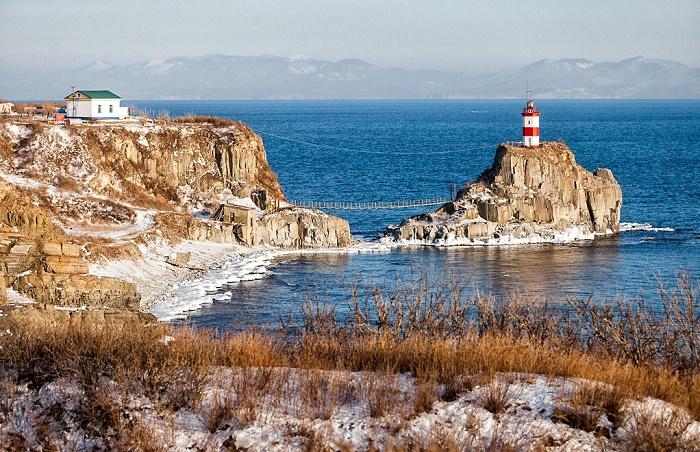 Остров и маяк Скрыплева