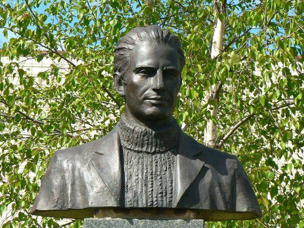 Памятник Сергею Дюсуше