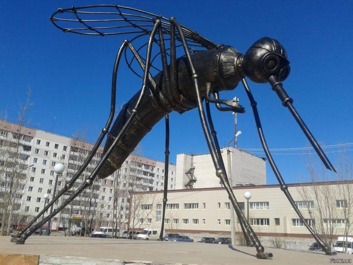 Скульптура «Комар»