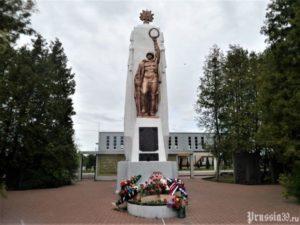 Памятник на братской могиле советских воинов