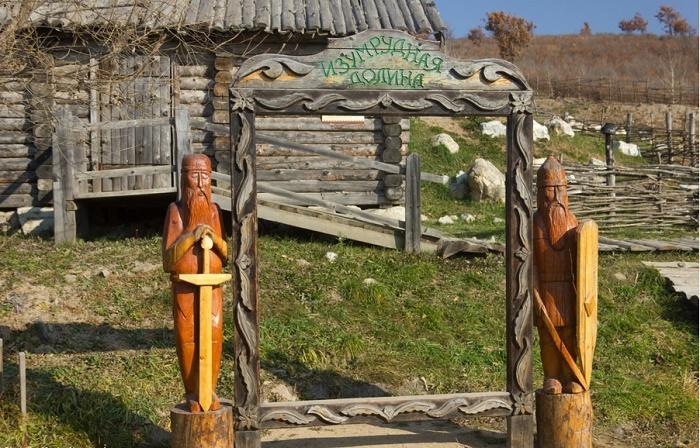 Музей под открытым небом в парке «Изумрудная долина»