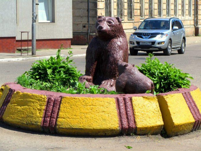 Скульптурная группа «Медведица с медвежонком»