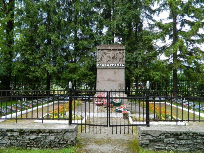 Братская могила воинов Красной Армии на улице Советской