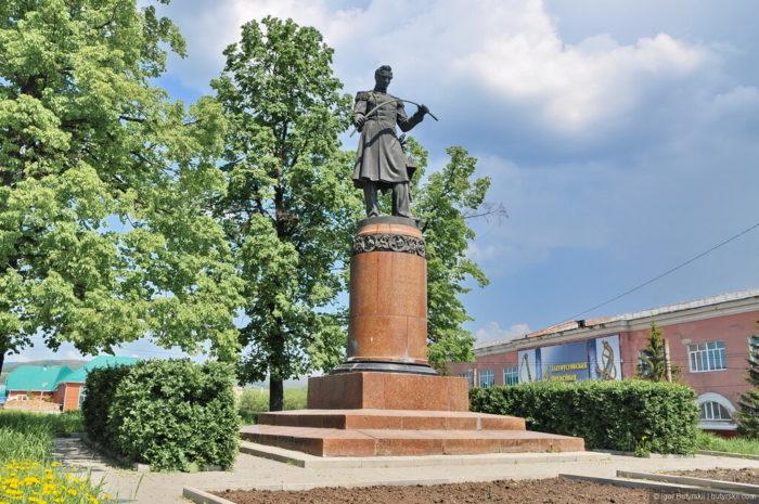 Памятник Павлу Аносову