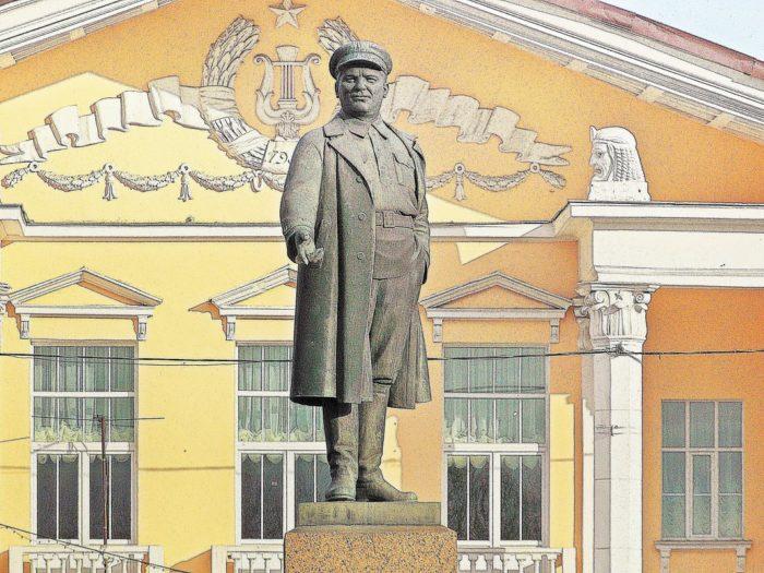 Памятник С.М. Кирову на Театральной площади